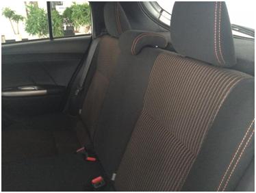Dây an toàn sẽ xóc vào lưng nếu bạn nằm nghỉ trên băng ghế sau nhỏ hẹp